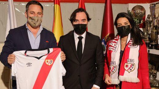 La controvertida invitación del Rayo a Abascal y Monasterio a su palco