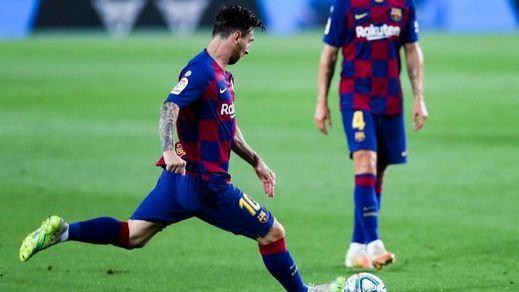 La histórica subasta solidaria de las botas con las que Messi superó a Pelé