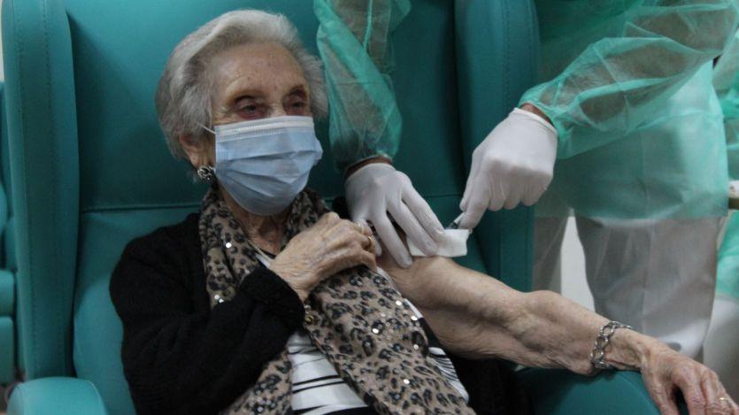 La efectividad de la vacuna: más del 80% entre los residentes en centros de ancianos
