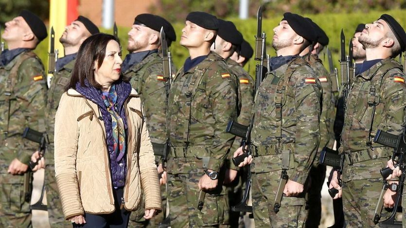 Robles confirma la muerte de un militar por la vacuna de AstraZeneca, que le provocó trombos