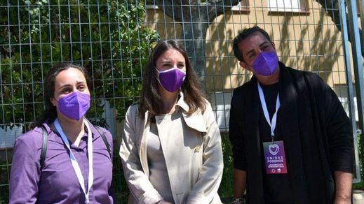 Irene Montero, increpada por Javier Negre cuando hacía cola para votar en Galapagar