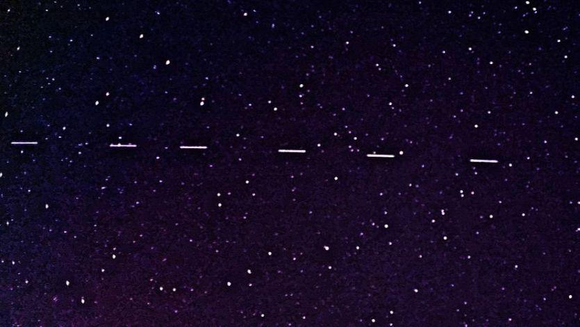 Pareció una peli de extraterrestres: la flota de satélites Starlink que llenó el cielo español de luces