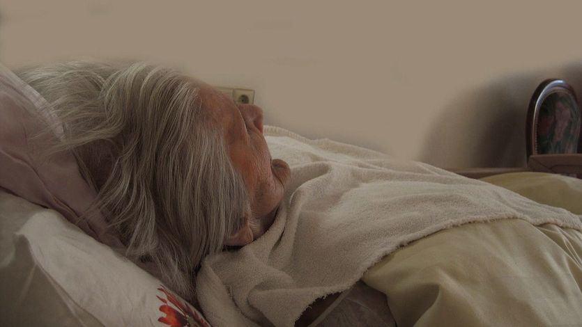 Fallece una anciana de una residencia donde la mitad de sus empleados rechazó la vacuna