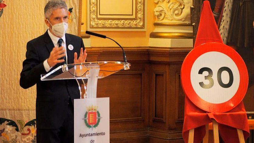 Marlaska asegura que la limitación de la velocidad urbana pone a España a la vanguardia de un movimiento global