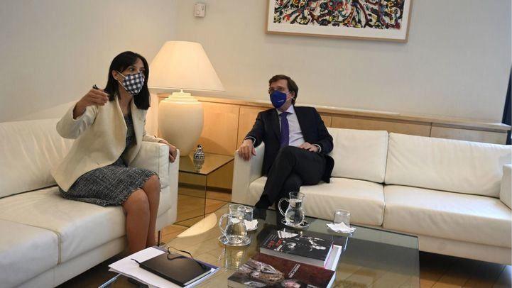 Almeida y Mercedes González se enzarzan tras su primera reunión: 'Se acabó la cordialidad'