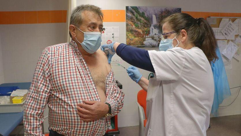 El 30% de la población española ha recibido al menos una dosis de la vacuna