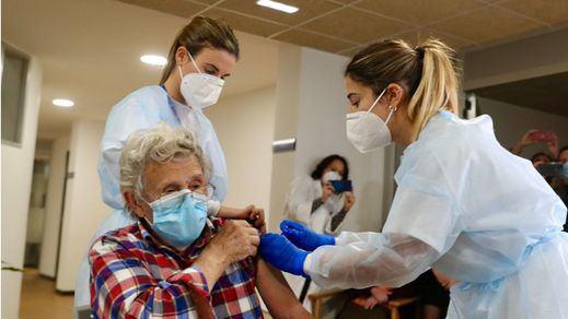9 de cada 10 personas mayores de 60 años han recibido una dosis de la vacuna