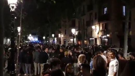 Desalojan a miles de personas de botellones multitudinarios en Barcelona