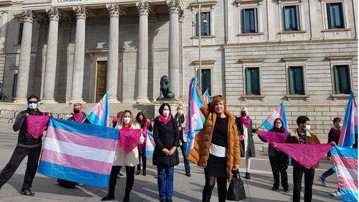 El PSOE podría ser 'expulsado' del Orgullo si el Gobierno no aprueba la 'Ley Trans'