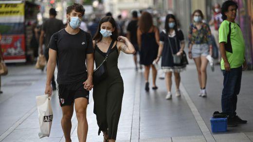 Page pide al Gobierno plantear el final del uso de las mascarillas al aire libre