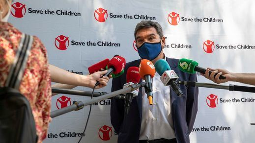 Escrivá propone una ayuda de 50 euros al mes por hijo para familias en situación de pobreza