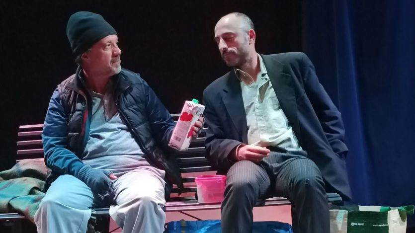 'En cajas de cartón', de la dura realidad y desprecio social generalizado a los indigentes, a las tablas del escenario en La Encina Teatro