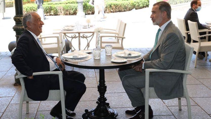 El rey Felipe VI, de cañas con el presidente de Portugal en el centro de Madrid