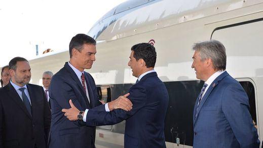 Sánchez recibirá por primera vez en La Moncloa al presidente andaluz Juanma Moreno