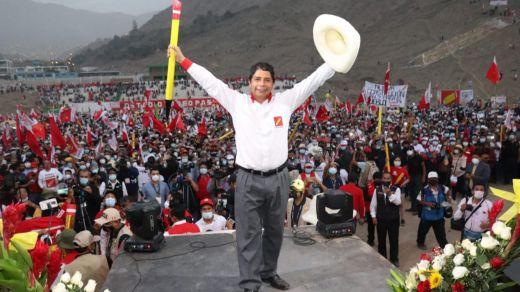 Perú: el izquierdista Pedro Castillo lidera el recuento con el 96% del voto escrutado