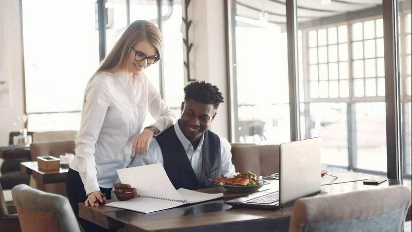 La contabilidad se desempeña desde lo más elemental como el análisis y el registro de las operaciones monetarias, fiscales y tributarias