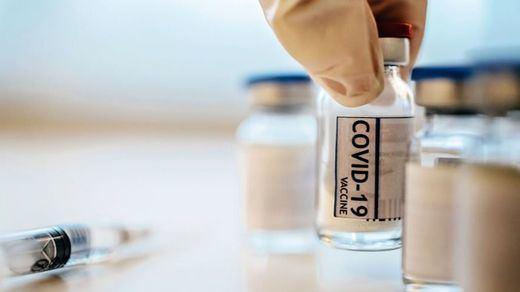 El Europarlamento pide suspender las patentes de las vacunas de la covid