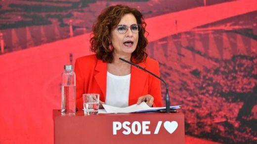 Montero: 'Los problemas no se arreglan recogiendo firmas o yendo a la plaza de Colón'