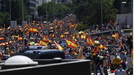 Miles de ciudadanos se concentran en Colón en protesta contra los indultos