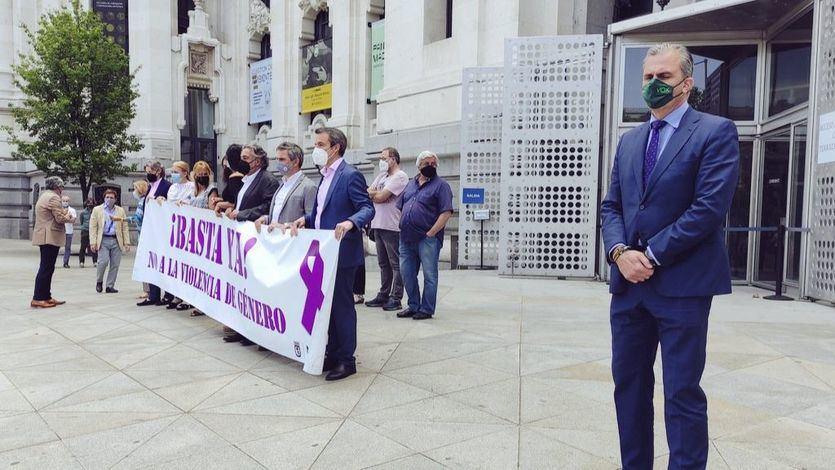 Polémica por el gesto de Ortega Smith durante el minuto de silencio por las niñas de Tenerife