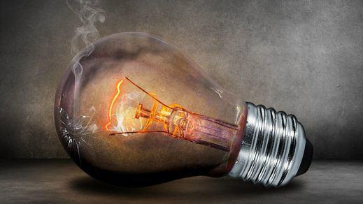 La factura de la luz de junio será la segunda más cara de la historia, rozando los 90 euros de media