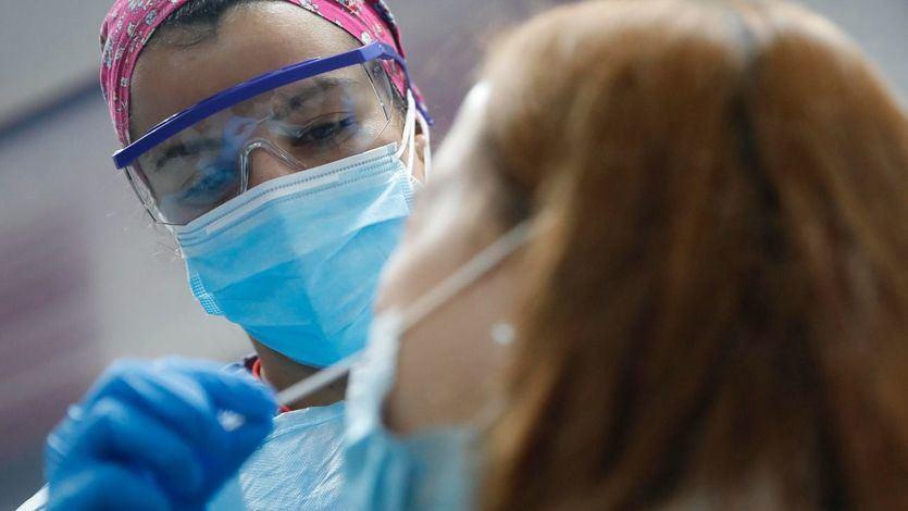 La incidencia sube por segundo día consecutivo y las comunidades marcan un nuevo récord de vacunación