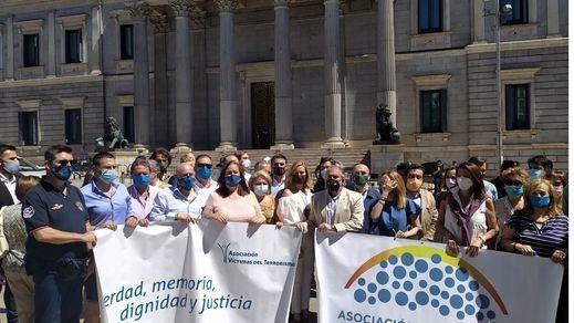 Varias asociaciones de víctimas del terrorismo plantan al Gobierno en el homenaje del Congreso