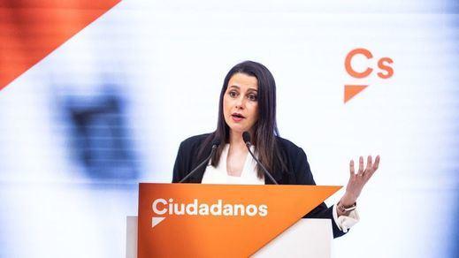 Ciudadanos tiende la mano al PP y anuncia que ahora les apoyarían en una moción de censura