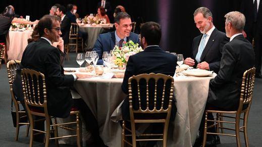 La foto de Barcelona: el Rey, Sánchez y Aragonès compartieron cena entre sonrisas y distensión