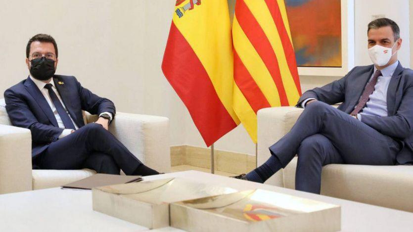 Aragonés trasladó a Sánchez que no renunciaría 'a la amnistía y el referéndum', aunque acuerdan reanudar la mesa de diálogo