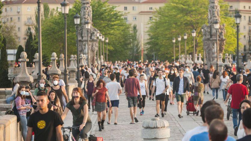 España vuelve al nivel de riesgo alto tras el repunte de los contagios entre los jóvenes