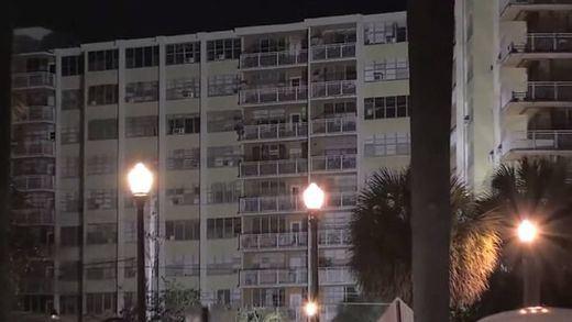 Ordenan evacuar el edificio cercano al derrumbado en Miami