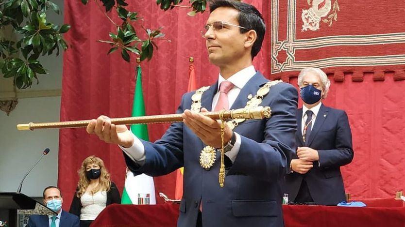 El socialista Francisco Cuenca, nombrado alcalde de Granada tras la ruptura PP-Cs
