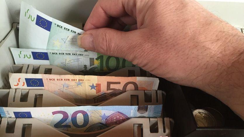 Condenado a 2 años de prisión por comprar un móvil con billetes falsos