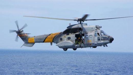Un helicóptero cae al agua durante una persecución en el Estrecho