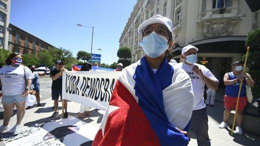 Un manifestante muerto en Cuba y centenares de detenidos