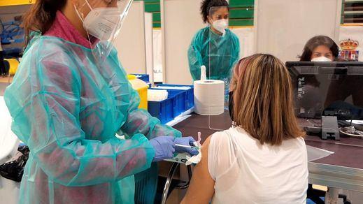Alta incidencia pero un dato para la esperanza: España ya ha vacunado más que el gigante EEUU