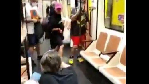 Fuerte agresión a un sanitario en el metro de Madrid por pedir a un pasajero que se ponga la mascarilla