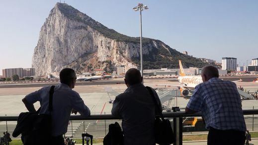 Europa pide eliminar los controles en la frontera terrestre entre España y Gibraltar