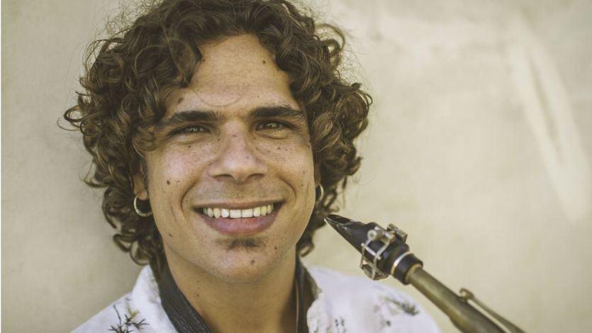 El saxofonista y cantaor Antonio Lizana