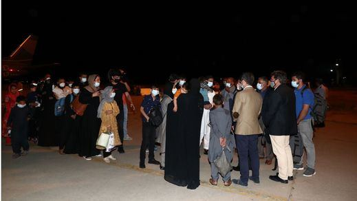 España se convierte en el centro de acogida de colaboradores afganos para su posterior reparto en la UE