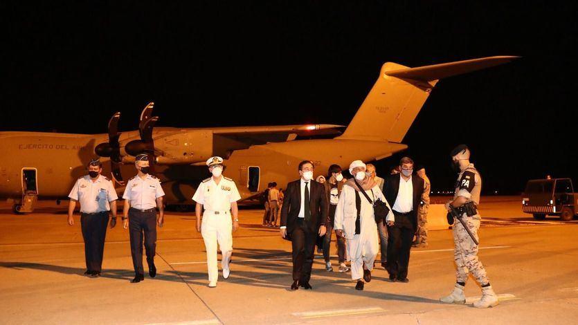 Llega a Torrejón el primer avión con trabajadores españoles y colaboradores afganos