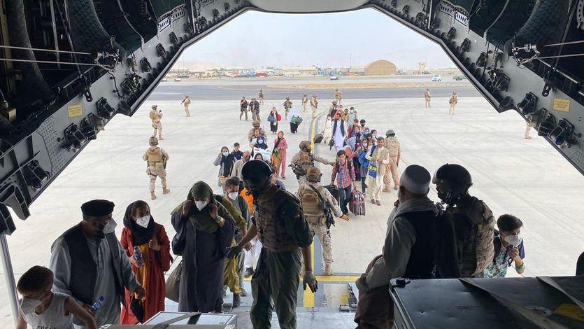 Robles defiende la gestión con las repatriaciones desde Afganistán: 'Llevamos días sin dormir'