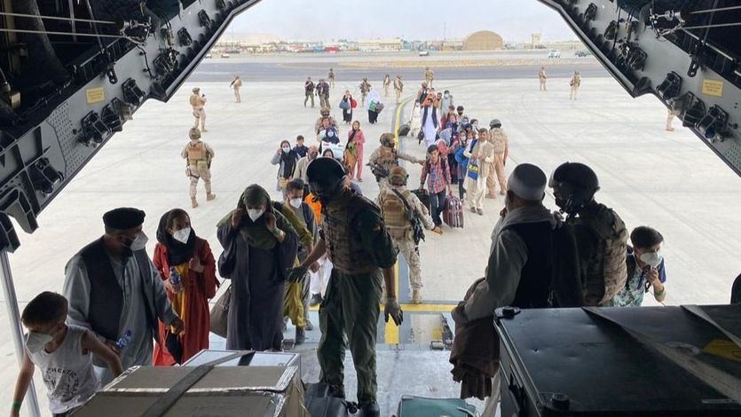 Los talibanes anuncian que habrá vuelos comerciales desde Kabul después del 31 de agosto
