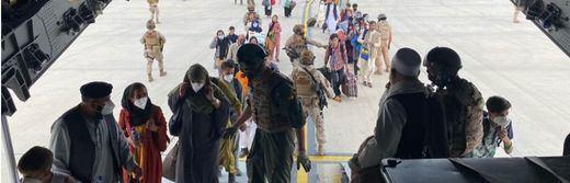 El doble atentado en el aeropuerto de Kabul deja ya un centenar muertos y 140 heridos