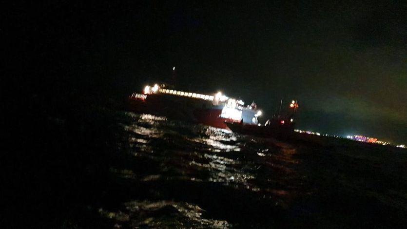 Un ferry en Ibiza choca contra un islote y varios pasajeros resultan heridos