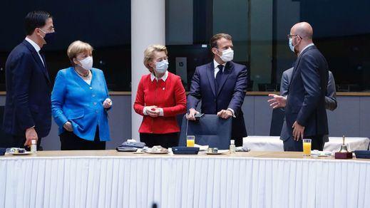 Mark Rutte, primer Ministro holandés; Angela Merkel, canciller federal alemana; Ursula Von Der Leyen, presidenta de la Comisión Europea; Emmanuel Macron, presidente de Francia; Charles Michel, presidente del Consejo Europeo.
