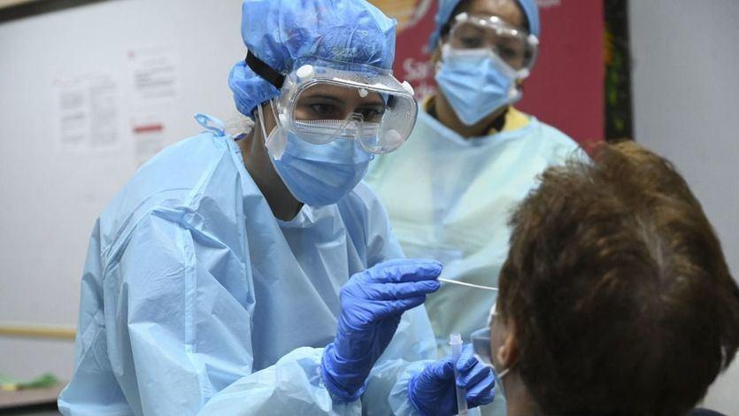 Sanidad registra la cifra diaria de contagios más baja desde finales de junio