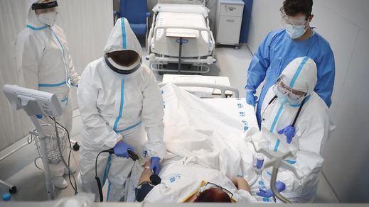 La incidencia baja de 200 casos en la tercera semana consecutiva con más de un centenar de fallecidos cada día