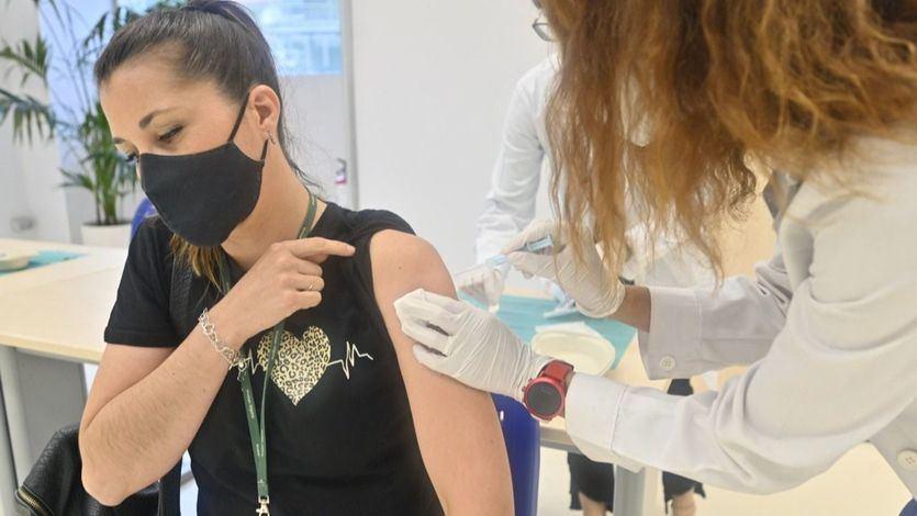 Más de 35 millones de personas han completado la pauta de vacunación